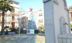 albero di Natale con le bottiglie Baucina